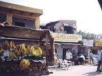 途中の街でバナナ購入